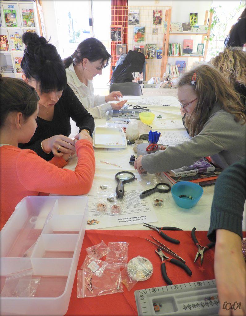La Cabane des Artistes - Atelier bracelet en pierres naturelles